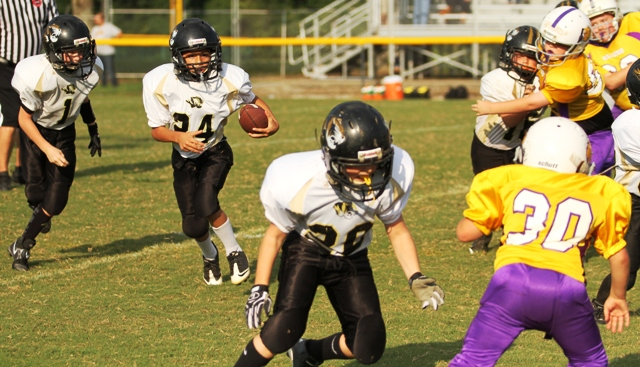 Axel Aldino and the Tiger offense in action Saturday against the Fentress County Bulldogs.
