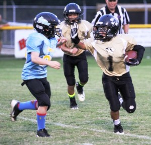 Alan Munoz had 57 yards and 2 touchdowns for the Tigers Saturday.