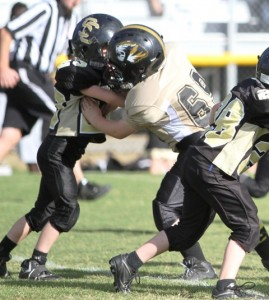 Bryaden Summers handles a Smith County lineman.