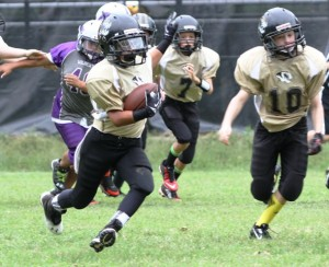 Alan Munoz ran for 100 yards and a touchdown Sunday.