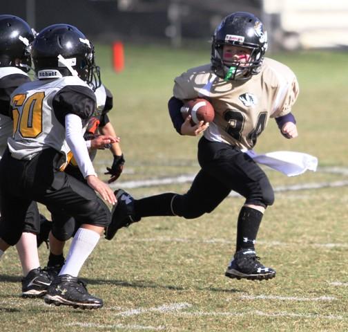Quarterback Wesley Kent