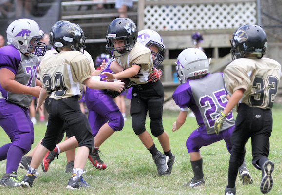 Jon Hendrix trying to escape from the Wildcat defense Saturday.